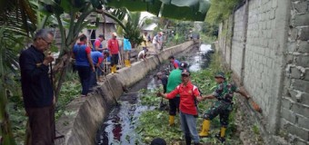 Koramil Pakjo Bersama Masyarakat Gotong Royong Bersihkan Sungai