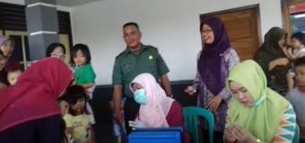 Babinsa 418-03/Plaju Monitor Gegiatan Imunisasi Difteri di Wilayah Binaan