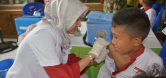 Anak Anggota Korem 044/Gapo Diberi Vaksinasi Difteri
