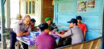 Komsos Dengan Warga, Babinsa Pelihara Stabilitas Keamanan di Desa Binaan