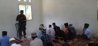 Anggota Satgas TMMD Kodim 0405/Lahat Jadi Khatib Dan Imam Shalat Jumat
