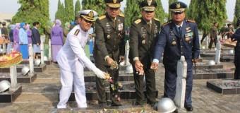 Danrem 044/Gapo Turut Hadiri Ziarah Ke Taman Makam Pahlawan Ksatria Siguntang Palembang