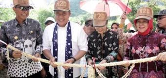 Blusukan ke Desa Terpencil di Musirawas, Herman Deru Naik Perahu
