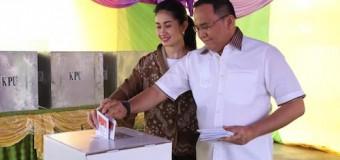 Bupati Muba Salurkan Hak Pilih di TPS 45 Kelurahan Balai Agung