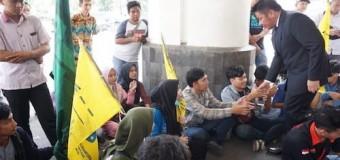 Temui Pendemo, Herman Deru Janjikan Pendidikan Merata di Sumsel