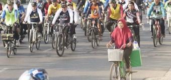 Kampanyekan Moda Ramah Lingkungan, Herman Deru Gowes Sepeda Keliling Palembang